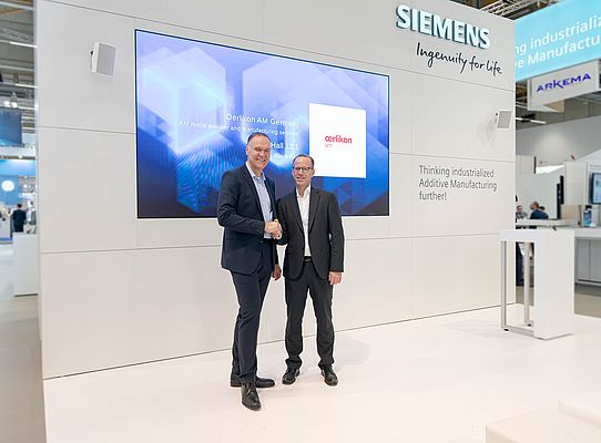 From left to right: Dr. Sven Hicken, Oerlikon, Head of Additive Manufacturing Business Unit & Dr. Karsten Heuser, Siemens, Vice President for Additive Manufacturing.