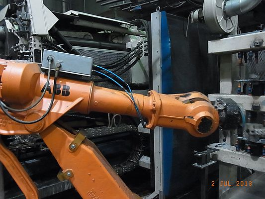 The handling robot in the aluminium diecast plant 1 is equipped with a swivel.