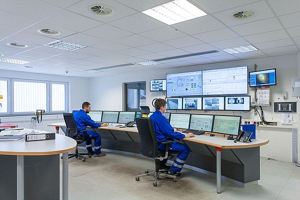 All information for operating and monitoring the entire process of the biomass heating and power station at Wiesbaden is collected in the central control room.