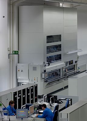New efficiency at Siemens' Amberg Electronics Manufacturing Plant: Paternoster system using wireless communication with 22 thermal compartments for simultaneous continuous temperature tests on up to 352 HMI panels