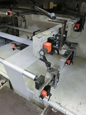 Centre adjustment for a four-track 90° deflection using drylin leadscrew linear table SHT-12-AWM for non-woven fabric. A total of eight systems are in use.