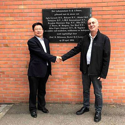 Prof. Shoufeng Yang with Xjet's Avi Cohen.