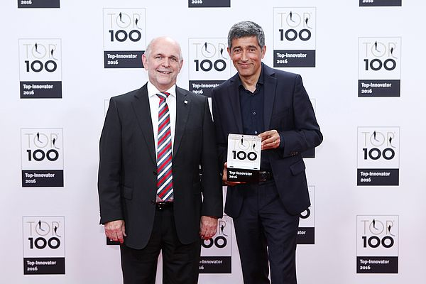Horst Stumpe, member of the Managing Board of iwis motorsysteme GmbH & Co. KG, and Ranga Yogeshwar, mentor of the TOP 100 competition, at the German SME Summit on 24 June 2016 in Essen