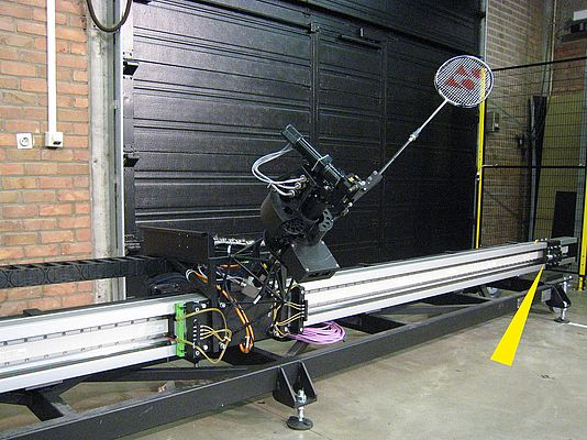 The carriage of the badminton robot Jada is secured in the end positions by means of industrial shock absorbers of the MAGNUM series.