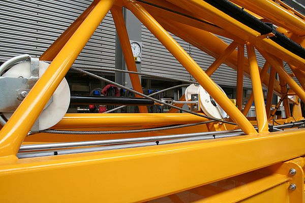 The GS-28-500-EE-1300 type industrial gas springs protects the mobile folding crane by quickly extending in an emergency.
