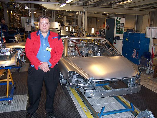RSP specialist Eddie Eriksson (45) next to the finished car bodies which are loaded for the transport to the Volvo factory in Gothenburg for the surface treatment.
