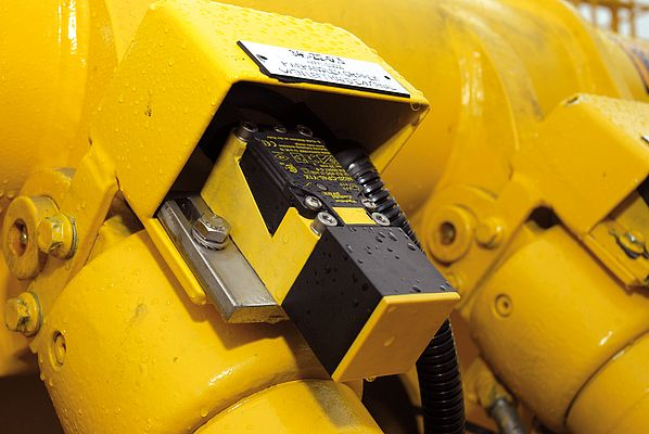 The ATEX-certified Namur sensors from Turck have to defy the weather conditions of the ocean.
