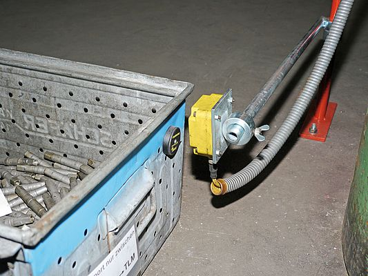 The RFID tags are attached to the metal boxes reliably with a spacer.