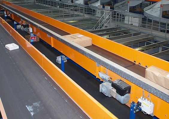 More than 1,000 geared motors with a distributed control system ensure smooth operation of a large-scale belt conveyor in one of the world's largest package sorting facilities
