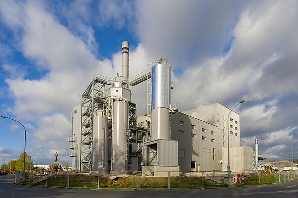 The state-of-the-art biomass heating and power station at Wiesbaden burns around 90,000 tonnes of biomass every year, generating CO2-neutral power and district heating.