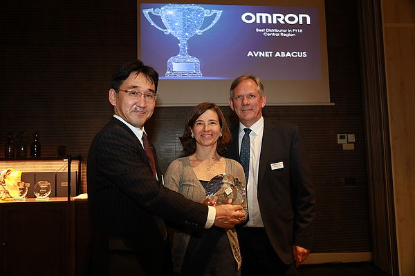 Omron assegna il Best Distributor Award ad Avnet Abacus