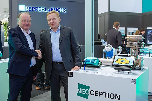 At the left, Dr. Gunther Kegel, CEO of Pepperl+Fuchs. At the right: Nils Herzberg, Global Head  Go-to-Market & Strategic Partnerships for SAP Leonardo IoT