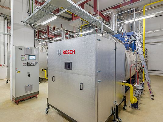 The modernised control cabinet with the Bosch boiler control system BCO and the new silencer hoods for the burners are additional examples of how the existing steam boiler system at Octapharma has been supplemented. (C) all pics: Bosch