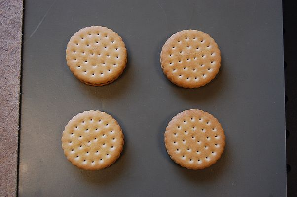 Did something that doesn't belong in the sandwich cookies inadvertently end up there during manufacture? © Fraunhofer FHR