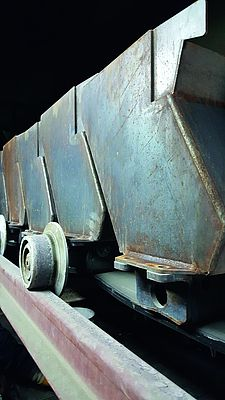 The specific design of the system's cell strand facilitates the clean transportation of the clinker. No clinker can run out.