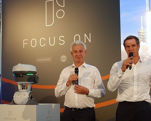 CEOs Dr Andreas Widl, SAMSON(r.), and Stephan Neuburger, KROHNE(l.) announcing the innovation.