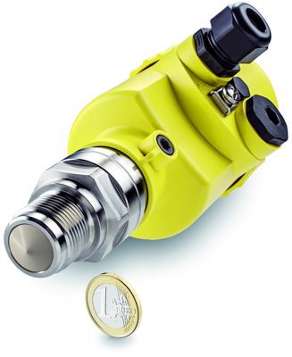 New radar level sensor VEGAPULS 64 for liquids: The smallest antenna is no bigger than a 1 Euro coin, so that the new measuring instrument is an ideal solution for installation in small containers