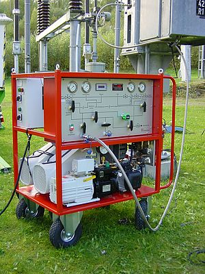 Portable recovery systems, consisting of one or several vacuum pumps, a filter and a HAUG Sauer compressor, are used during maintenance of GIS