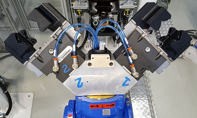 Avec l'imprimante 3D Stratasys Fortus 450mc Production, GKN Driveline Florence teste un ensemble de nouvelles applications d'outillage de bras robotiques pour stopper le coût des arrêts de production